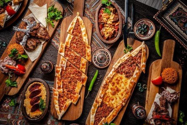 Deep Dish Beef 'n' Bean Taco Pizza