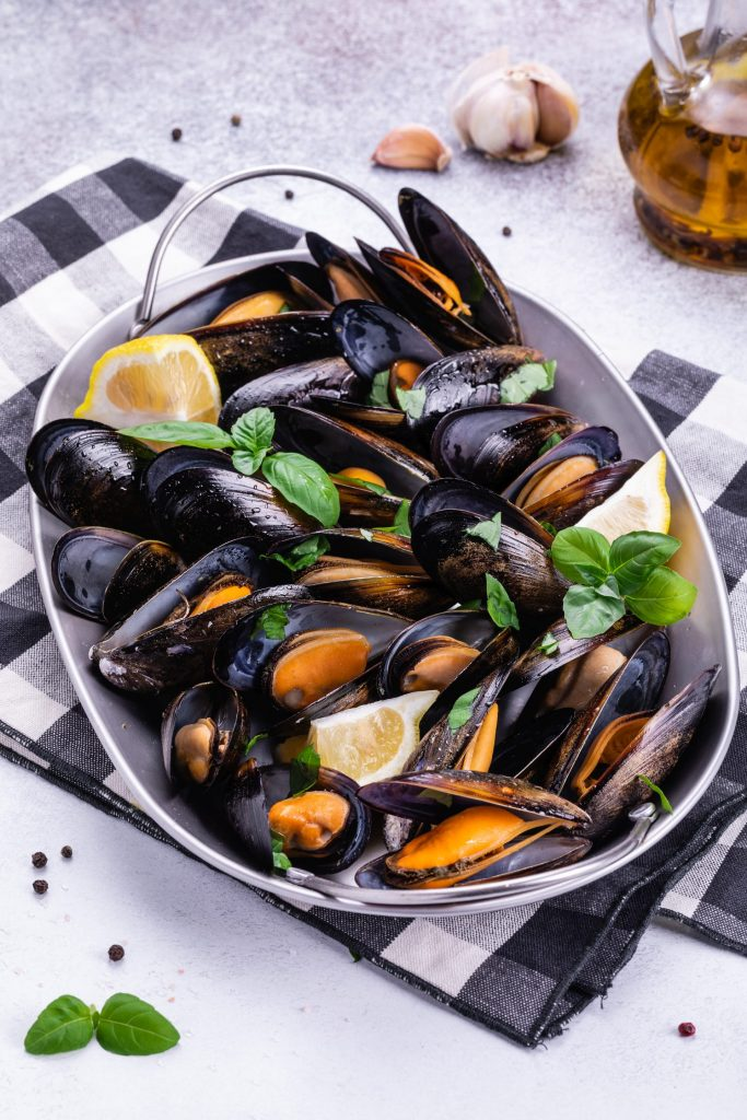 Mussels with Tomatoes and Garlic 3